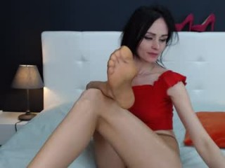 exotica_girl has sexy feet with wrinkly soles, hot toes and a thick ass that looks gorgeous