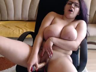 loving_adelle has a pussy that is constantly wet and an amazing, round, juicy and shapely ass