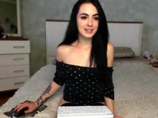 littleee_doll  webcam sex