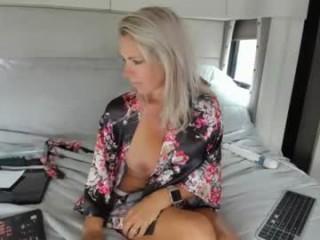 dddtraveler  webcam sex