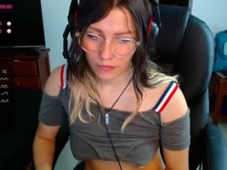 susaanaa broadcast cum shows featuring this hottie shamelessly getting an incredible orgasm