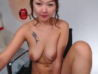 lilmadison26 uses her favorite dildo to fuck her insatiable pussy and fucks her holes with different toys