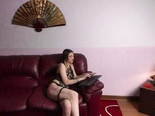 ki-sim broadcast striptease performances that always end with giving a blowjob