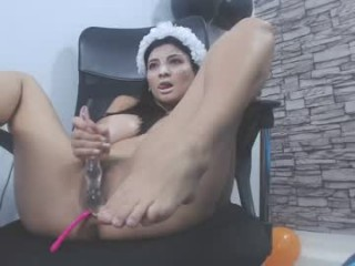 kelly_queen10 broadcast cum shows featuring this hottie shamelessly getting an incredible orgasm